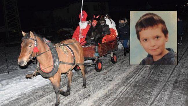 Kórházba került a 11 éves gyerek, mert eltaposták a Mikulás lovai