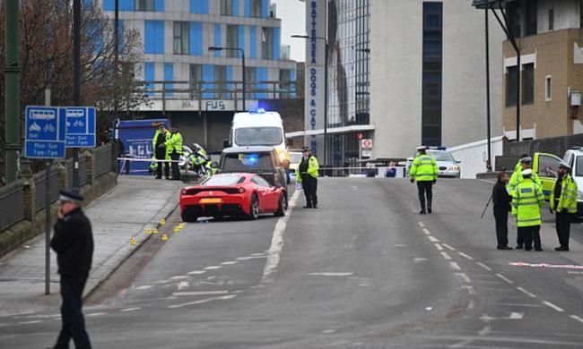 A gyalogosok közé hajtott egy Ferrari: többen is megsérültek