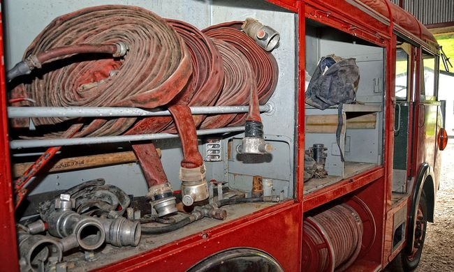 Dráma Budapesten: tűzoltókat vittek kórházba áramütés miatt