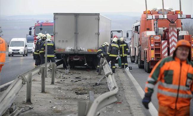 Tragikus baleset az M1-esen: holtan találták a sofőrt