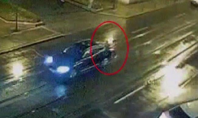 Felfoghatatlan: elütötte egy kocsi a gyalogost, egy másik pedig áthajtott rajta - videó