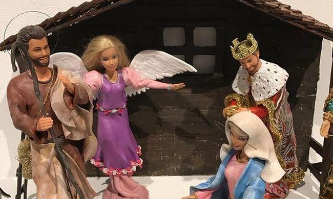Barbie-babákból készített Betlehemet a művészpáros