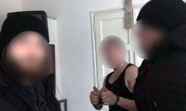 Videó: így fogták el a férfit, aki rátámadt a villamosvezetőre a Móriczon
