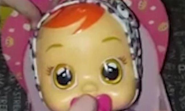 Kéjes szexhangokat ad ki a síró játékbaba - videó