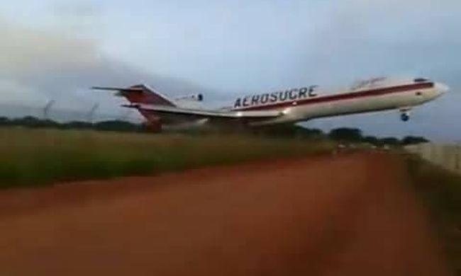 Földnek csapódott egy repülő, egy ember élte túl
