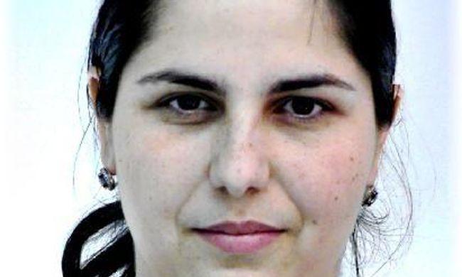 Ez a nő kocsiból támadt rá egy pesti nénire - felismeri?
