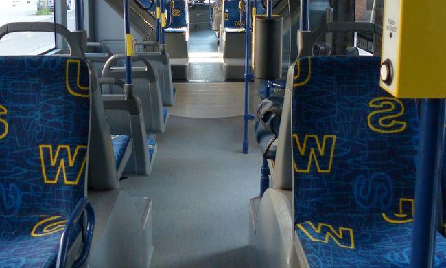 Budapesti buszon égett meg egy nő, maró anyag lehetett az ülésen
