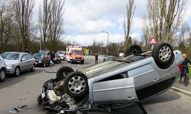 Tragédia: kirepült a kocsiból a 18 éves sofőr, életét vesztette