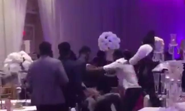 Botrány: a menyasszony exe az ara szexfotóival kedveskedett az esküvőn