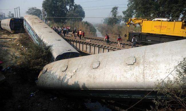 Lezuhant egy vonat a hídról, többen meghaltak