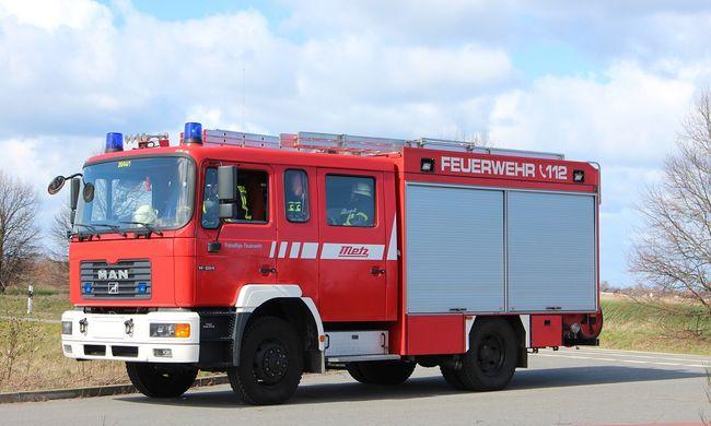 Tűzoltóautó rohant bele egy kocsiba Budapesten