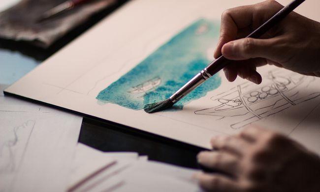 Aktképek miatt rúgták ki a művészettörténet-tanárt