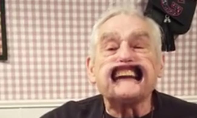 """Hihetetlenül népszerű a """"protkós nagypapa"""" videója"""