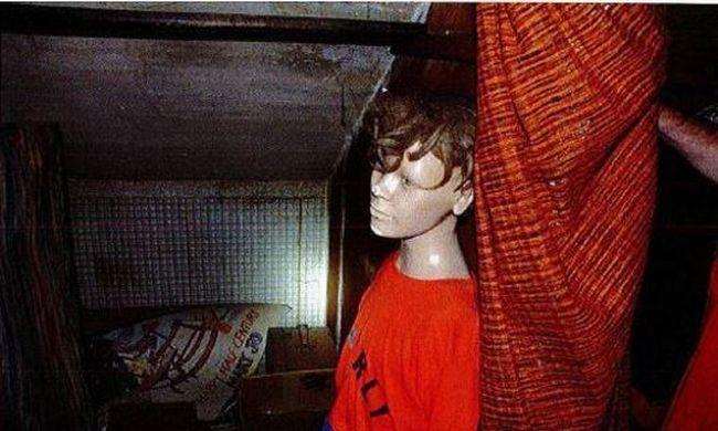 Horror a pincében: gyerekfogak és megcsonkított játékbabák voltak az idős férfinál