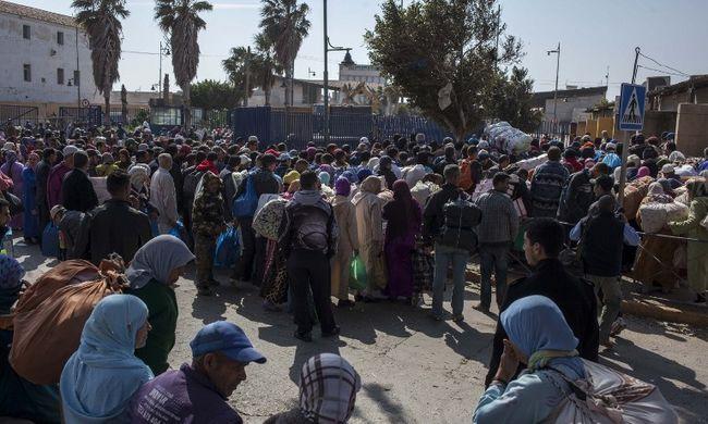Ezer migráns rohanta le a kerítést