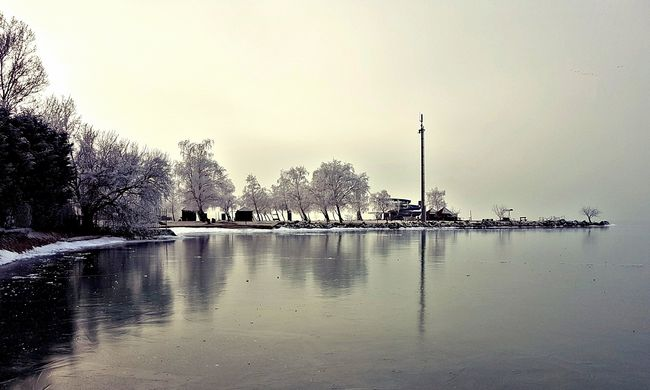 Befagyott a Balaton, de még nem ajánlott korcsolyázni rajta