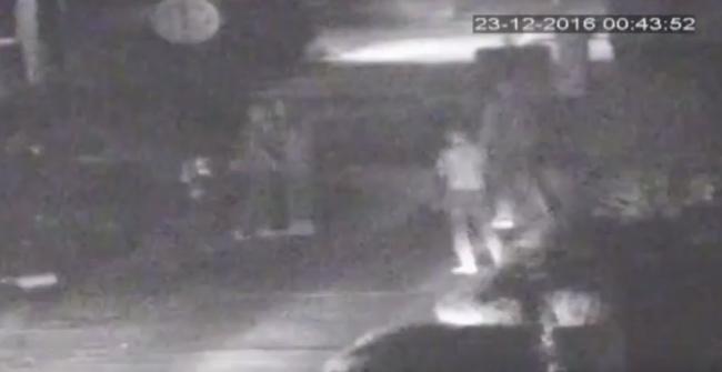 Brutálisan összevertek egy férfit az utcán - videó
