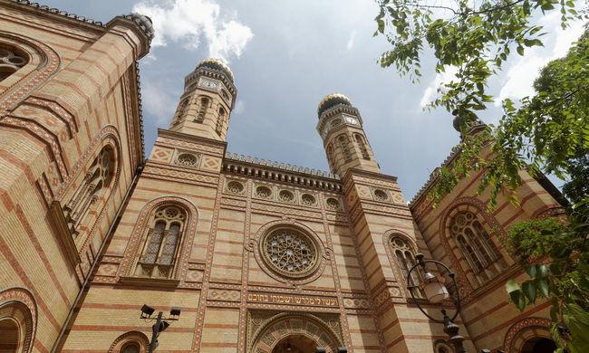 Budapesti épületet fenyegettek bombával