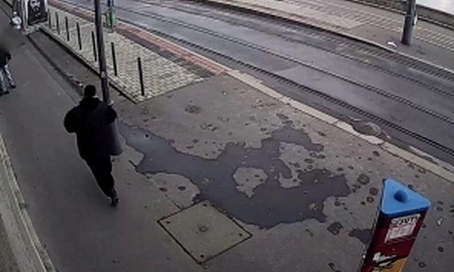 Ez a férfi a nyílt utcán esett neki a budapesti ellenőröknek - videó