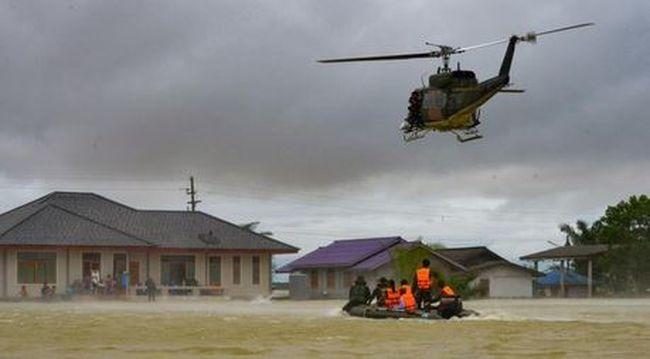 Mentőhelikopterrel mentenek: járhatatlanok az utak az ítéletidő miatt