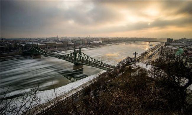 Tilos hajózni a Dunán a veszélyes jég miatt