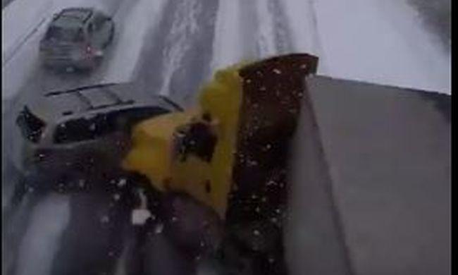 Iszonyatos tömegbaleset: 100 autó rohant egymásba az autópályán - videó