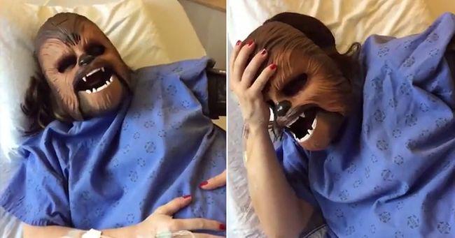 Ennél viccesebb nem lesz: ez a nő Csubakka maszkban szült - videó