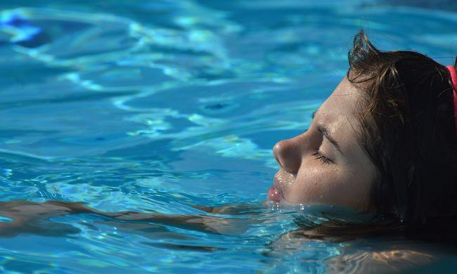 Óvodás kislányokat molesztált a perverz úszóedző