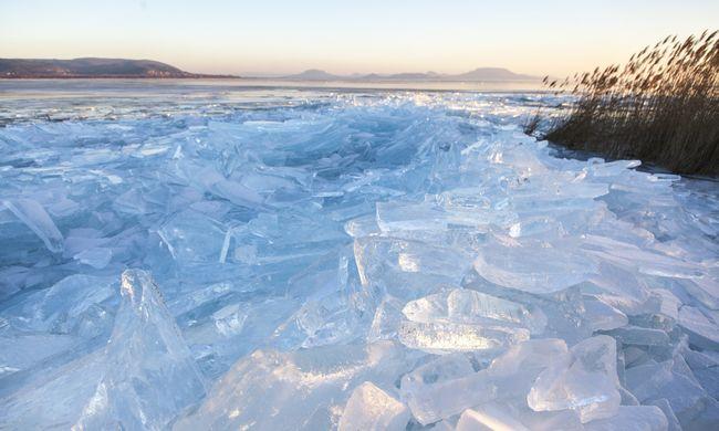 Beszakadt egy fiú alatt a Balaton jege