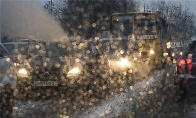 Kiadták a riasztást: ónos eső és hó zúdul ránk