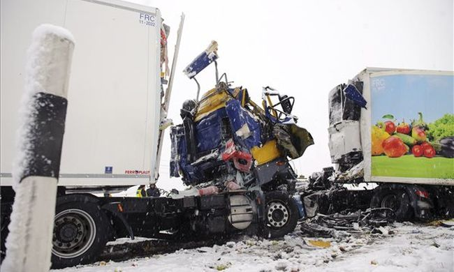 Tragédia a főúton: szörnyethalt egy ember - fotó