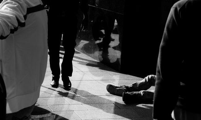 Egy hajléktalan segített a fagyoskodó fiatalokon