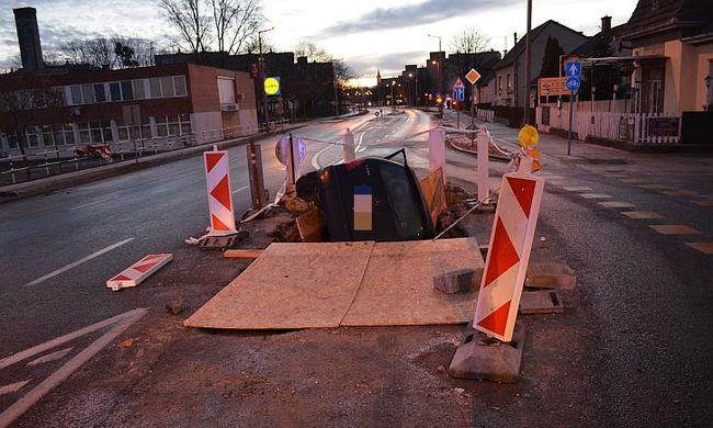 Egy gödör volt Győrben, abba is belehajtott a részeg sofőr
