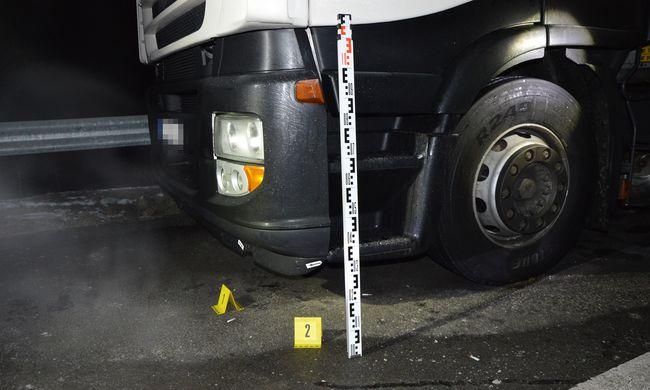 Kamion gázolta halálra a férfit, a sofőr meg sem állt