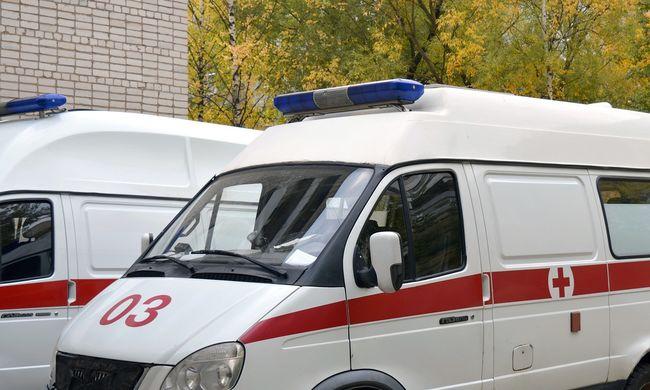 Meghalt egy nő, mert a rokonai elkergették a mentősöket