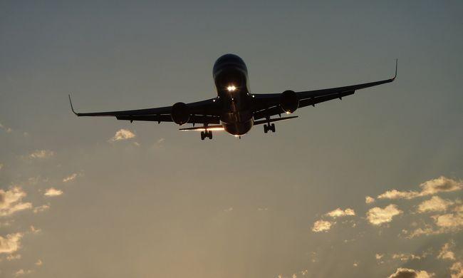 Életveszély: lézerrel vakították el egy repülő pilótáját Budapesten