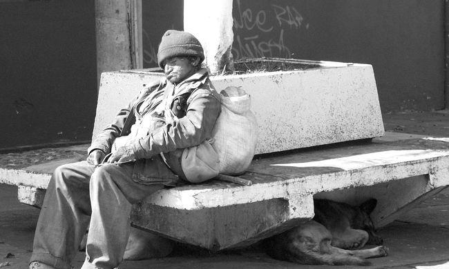 Tragédia: csak meg akart melegedni, de halálra égett a hajléktalan nő