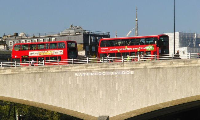 Lezuhant egy férfi a Waterloo Hídról: kritikus az állapota
