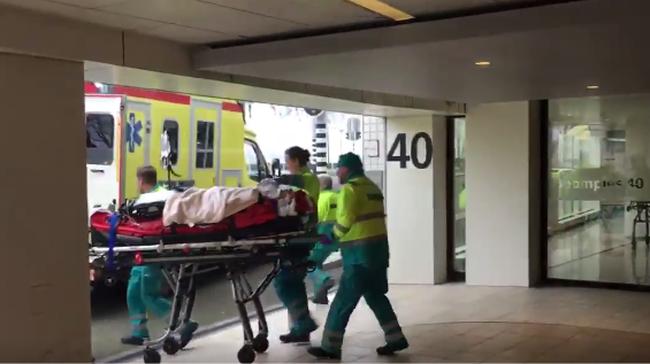 Tragédia: emeleteket zuhant egy lift, egy ember életét vesztette - videó