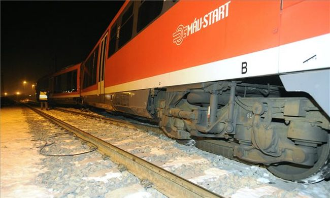 Teljes káosz: nem járnak a vonatok, nagy a tömeg