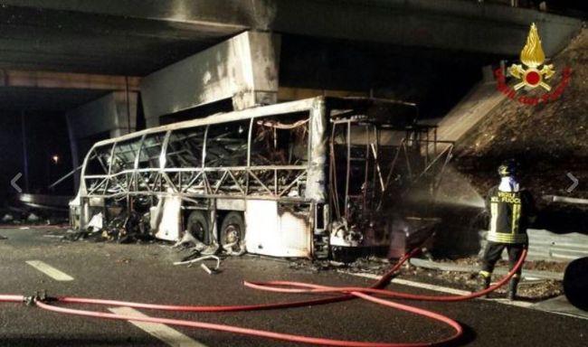 Hazahozzák a buszbaleset négy súlyos áldozatát is