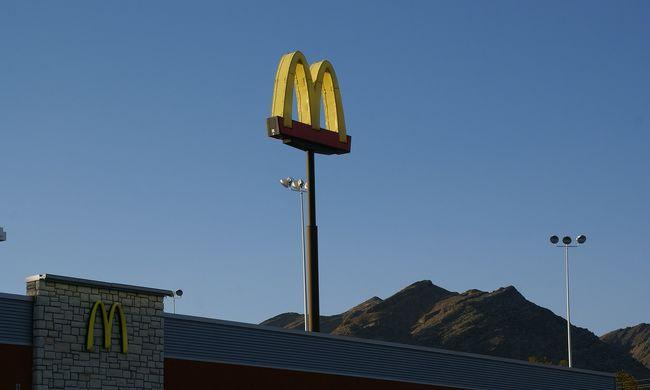 Aranyfog került a McDonald's ételébe, egy nő majdnem megfulladt