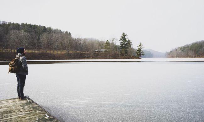 Papírvékony jégen sétált gyerekével a felelőtlen apa