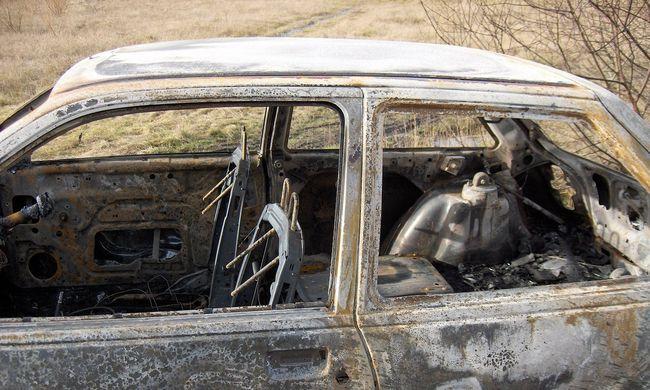 Kigyulladt egy autó, jelentős a kár