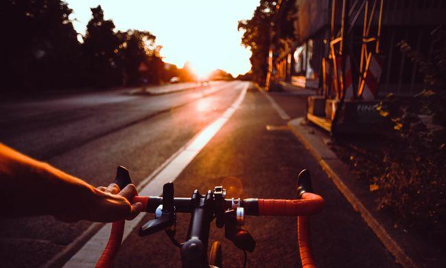 Gyerekrablással vádolják: egy bicikli miatt a kocsijába kényszerített egy fiút