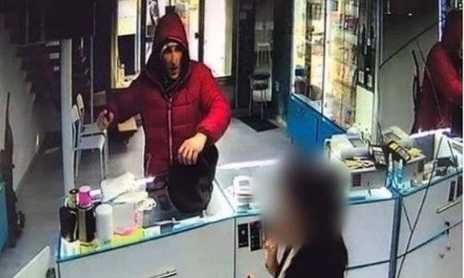 Ez a veszélyes férfi Budapesten bujkál - felismeri?