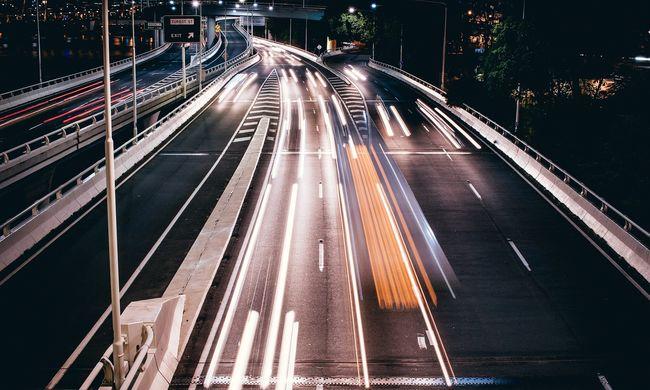 Súlyos baleset: karambolozott egy migránsokkal teli kocsi az autópályán