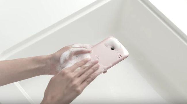 A vízálló mobil a múlté, ez már szappannal is mosható