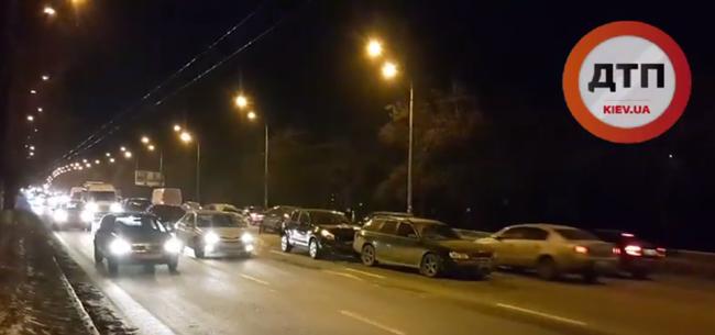 Balesetet okozott a meghibásodott fékrendszer: négy kocsi ütközött - videó