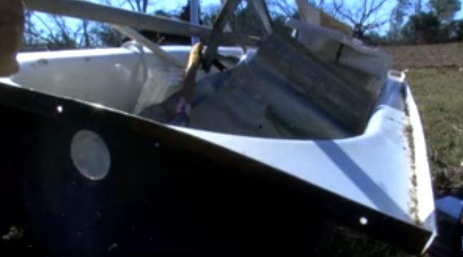 Fürdőkádba bújtak a tornádó elől, kirepültek a házból - videó